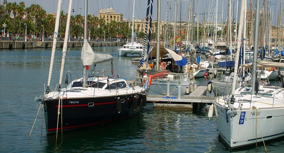 Barcelona Harbour Boats and Quayside (www.free-city-guides.com)