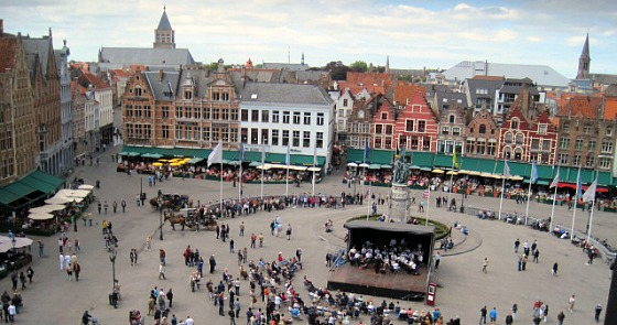 Bruges Markt summer (www.free-city-guides.com)