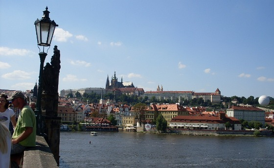 Prague Castle, River and Chalres Bridge (www.free-city-guides.com)