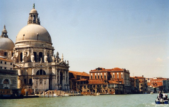 Venice Grand Canal entrance (www.free-city-guides.com)