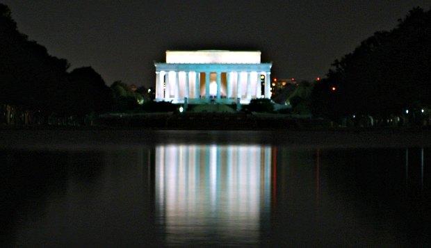 Washington Lincoln Memorial at night