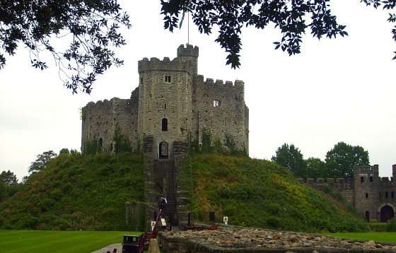 Cardiff Castle Old Keep & Mount (www.free-city-guides.com)
