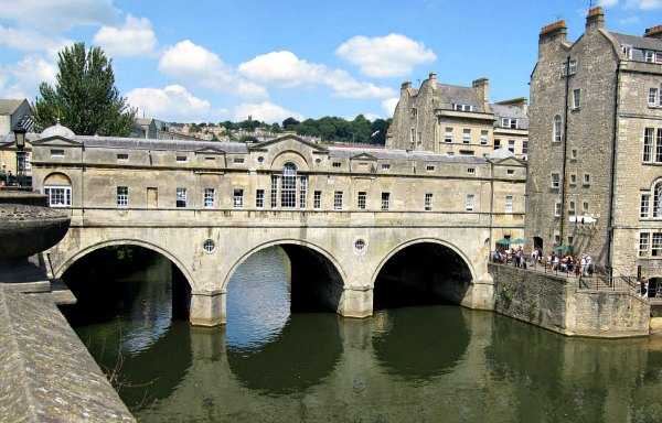 Bath Pulteney Bridge sunlight