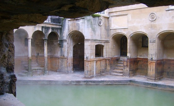 Bath Roman Baths pool (www.free-city-guides.com)