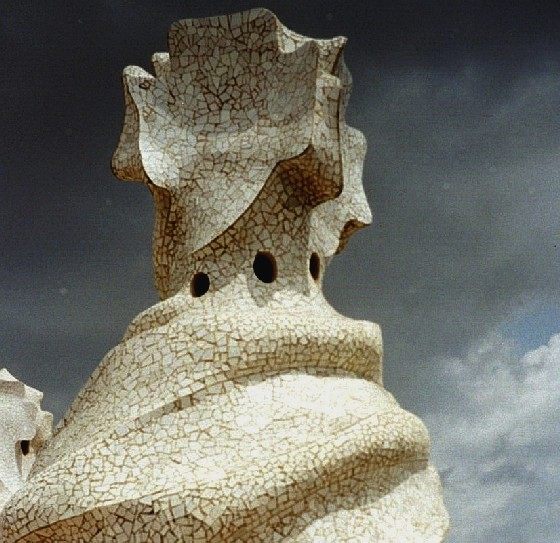 Casa Mila large chimney (www.free-city-guides.com)