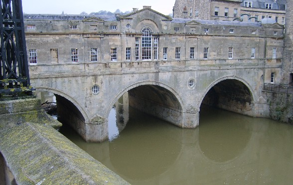 Pulteney Bridge daytime (www.free-city-guides.com)