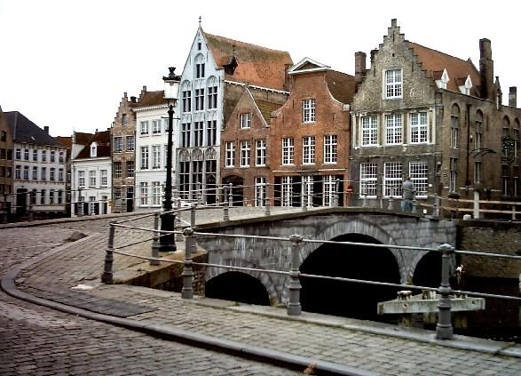 Bruges street (www.free-city-guides.com)