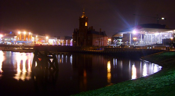 Cardiff Bay at night (www.free-city-guides.com)