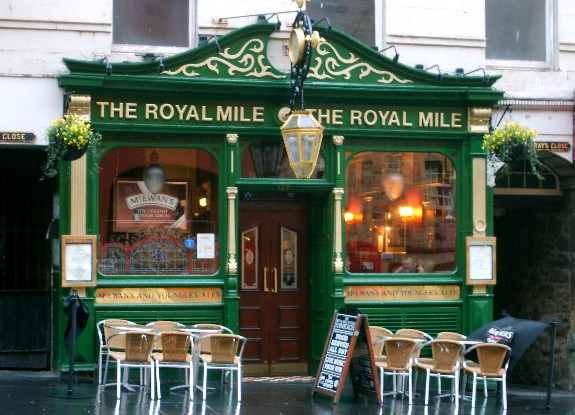 Edinburgh Royal Mile pub (www.free-city-guides.com)