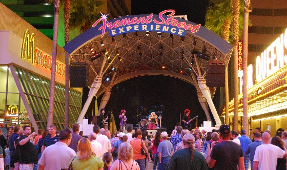 Las Vegas Freemont Street Experience stage (www.free-city-guides.com)