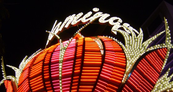 Las Vegas Flamingo Neon Sign (www.free-city-guides.com)