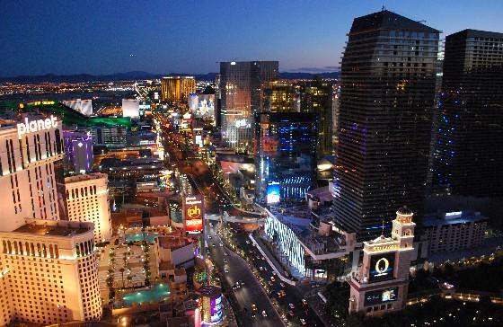 Las Vegas Paris Eiffel Tower view south (www.free-city-guides.com)