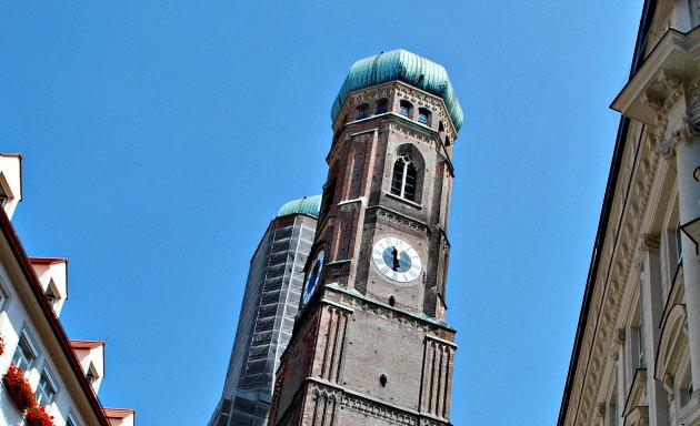 Munich Fraunekirche tower tops