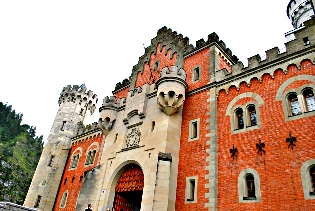 neuschwanstein-castle-gatehouse