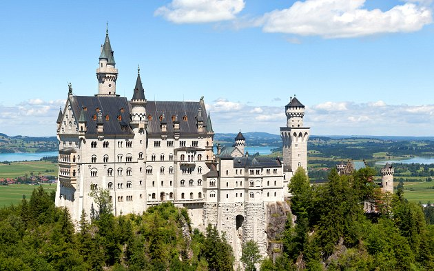 neuschwanstein-castle-side-view-2016