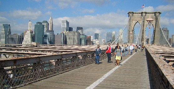 New York Brooklyn Bridge footpath )