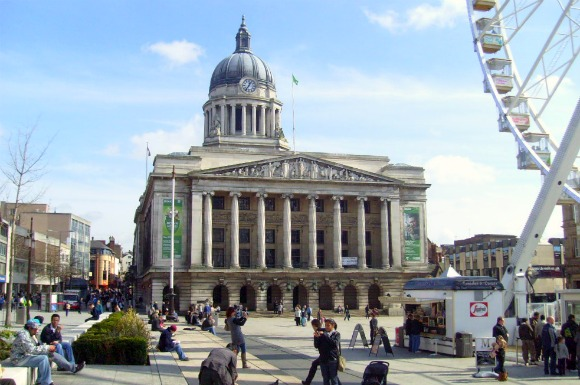Nottingham Council House and Old Market Sqaure (www.free-city-guides.com)