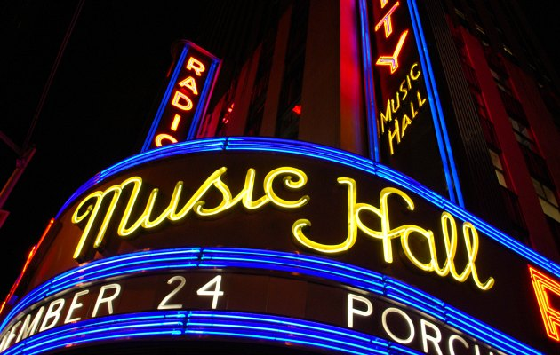 New York Radio City Music Hall Night