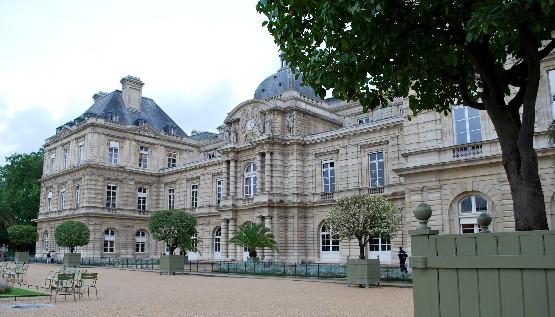 Paris Jardin du Luxembourg palace (www.free-city-guides.com)