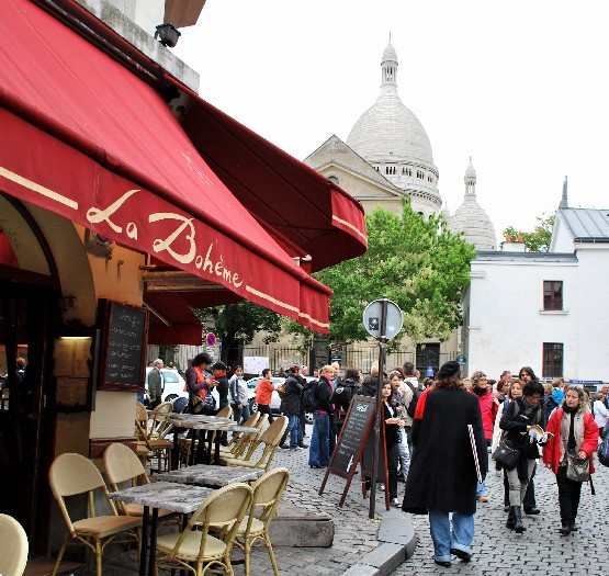 Paris Montmartre sqaure with Sacre Coeur