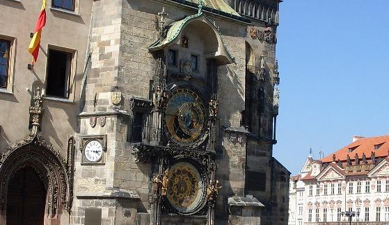 Prague Astronomical Clock wide (www.free-city-guides.com)