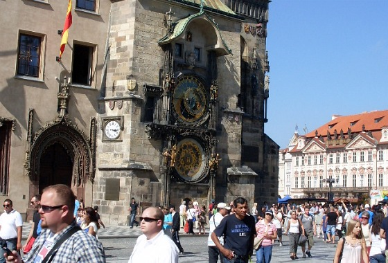 The Astronomical Clock on the Old Town City Hall (www.free-city-guides.com)