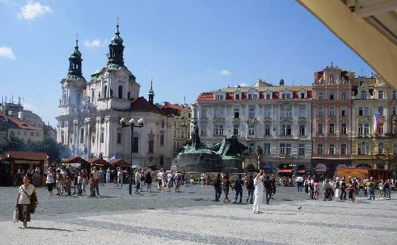 Prague Old Town Sqaure kiosks (www.free-city-guides.com)