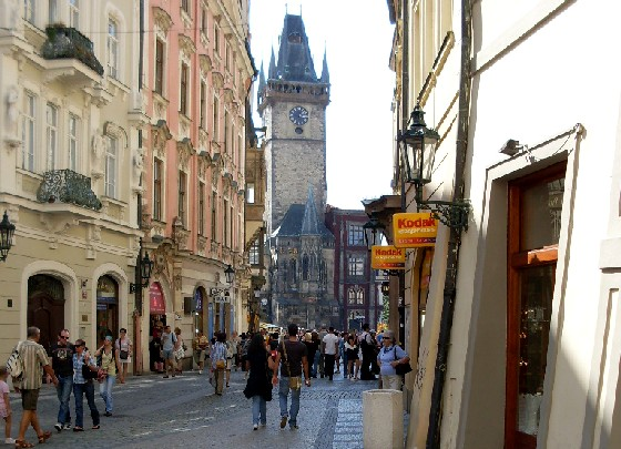 Prague Old Town Square walkway (www.free-city-guides.com)