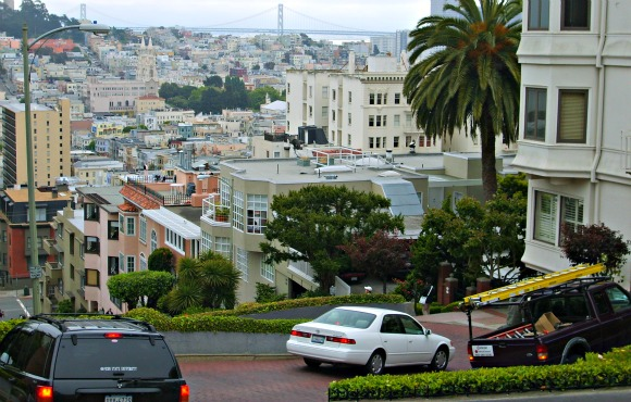 San Francisco Lombard Street top (www.free-city-guides.com)