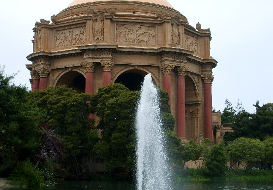 San Francisco Palace of Fine Arts fountain (www.free-city-guides.com)