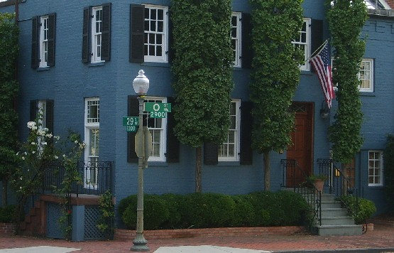 Washington Georgetown blue house close up (www.free-city-guides.com)