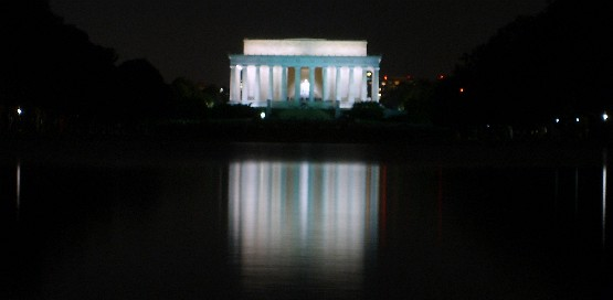 Washington Lincoln Memorial at night (www.free-city-guides.com)