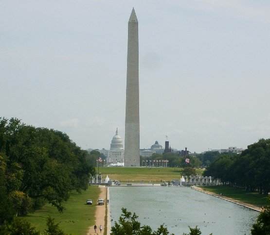 Washington Lincoln Memorial view (www.free-city-guides.com)