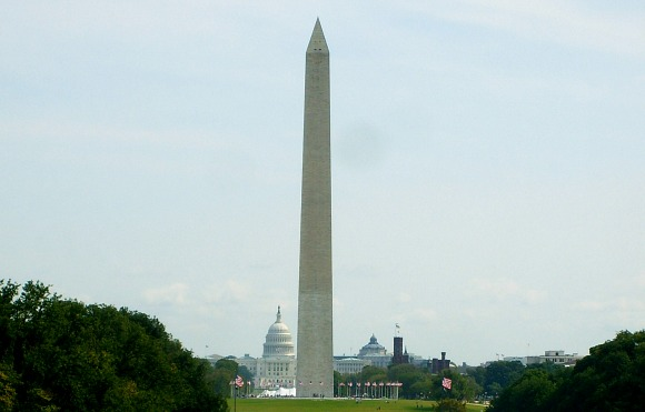 Washington Monument from Lincoln Memorial (www.free-city-guides.com)