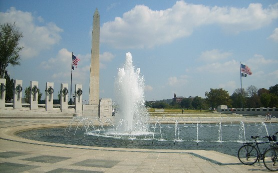 Washington National Mall WW2 Memorial (www.free-city-guides.com)