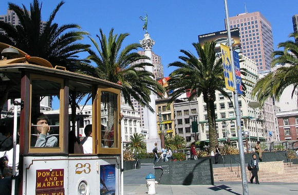 san francisco union square with cable car
