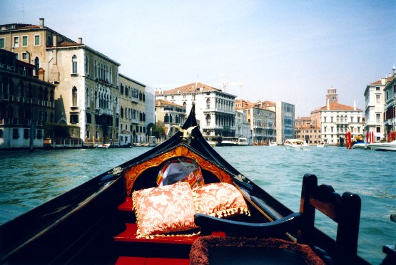 Venice Gondola on the Grand Canal (www.free-city-guides.com)