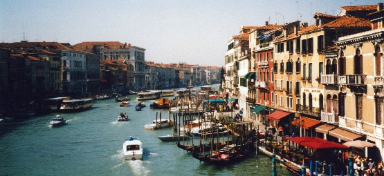 Venice Grand Canal from Rialto Bridge (www.free-city-guides.com)