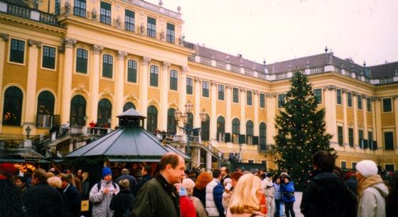Vienna Schonbrunn Christmas Market (www.free-city-guides.com)