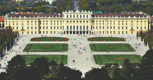 Vienna Schonbrunn Palace from hill
