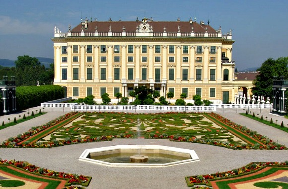 Vienna Schonbrunn side view