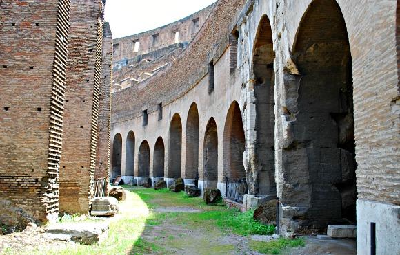 Rome Colosseum arches (www.free-city-guides.com)