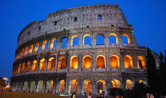 Rome Colosseum at night (www.free-city-guides.com)