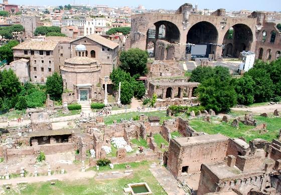 Rome Forum view (www.free-city-guides.com)