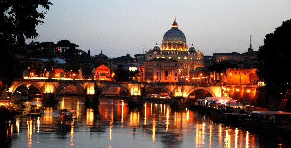 Rome tiber at night (www.free-city-guides.com)