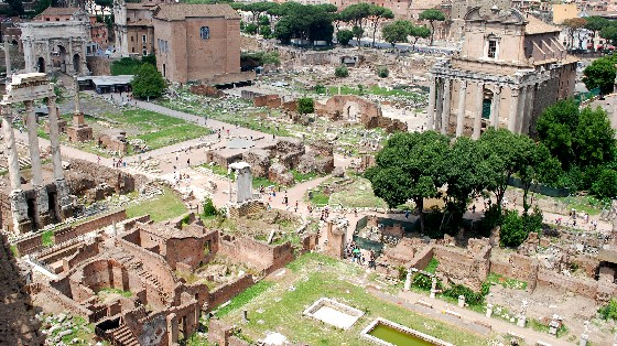 Roman Forum alternative view (www.free-city-guides.com)