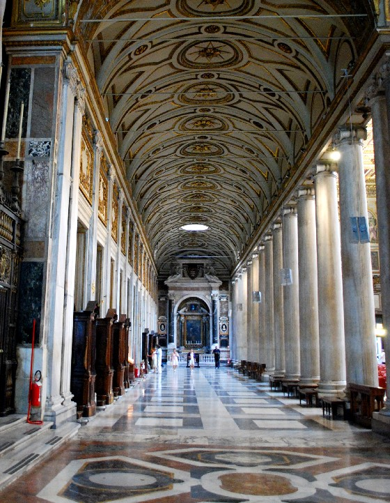 Rome Basilica di Santa Maria Maggiore aisle (www.free-city-guides.com)