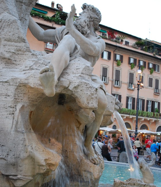 Rome Piazza Navona fountain close (www.free-city-guides.com)