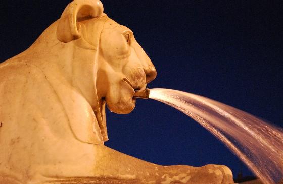 Rome Piazza del Popolo lion (www.free-city-guides.com)