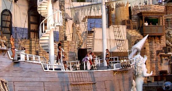 Las Vegas Treasure Island pirate show (www.free-city-guides.com)